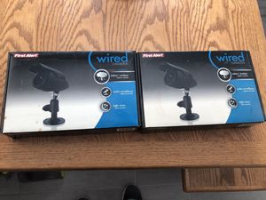 2 wired security cameras day and night for Sale in Palm Harbor, FL