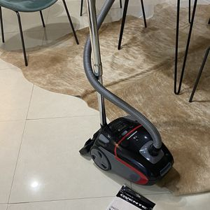Super Powerful Vaccum Cleaner With 4 Extra Dust bags for Sale in Brooklyn, NY