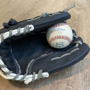Rawlings Glove for Sale in Graham, WA