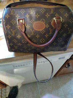 Louis Vuitton xl bag authentic 24yrs old for Sale in Parma, OH