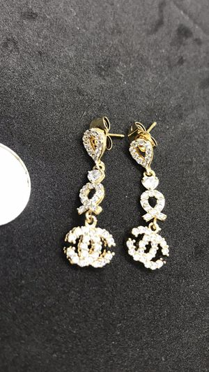 Beautiful gold plate inset fx diamond dangle earrings for Sale in San Jose, CA