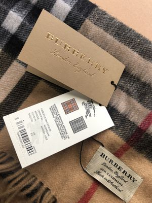 Authentic Burberry scarf (NEW) for Sale in Victorville, CA