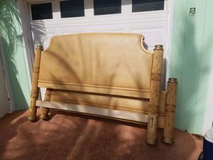 King Size Wood Pineapple Bed Frame for Sale in Hobe Sound, FL