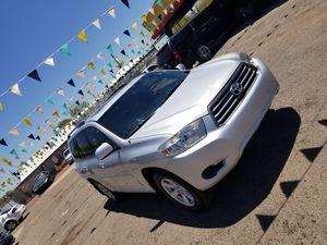 Toyota highlinder 2010 v6 4x4 clean title $8750 dls for Sale in Phoenix, AZ