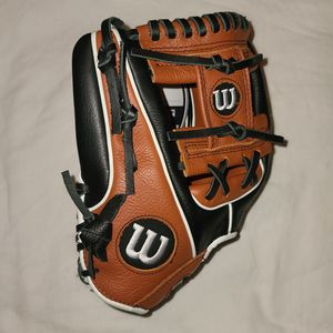 Wilson Youth A500 11.5in Baseball Glove Black/Copper for Sale in Richardson, TX