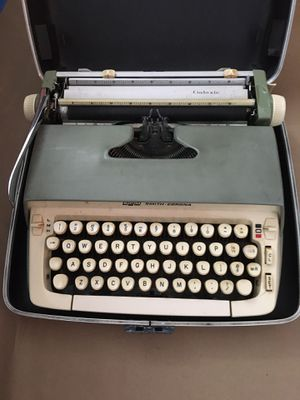 1970's typewriter for Sale in Delray Beach, FL