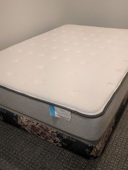 Sealy Posturepedic Matress - like New Full Size for Sale in Warren,  NJ