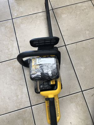 Dewalt dccs670 battery powered chainsaw with battery and charger for Sale in Tampa, FL
