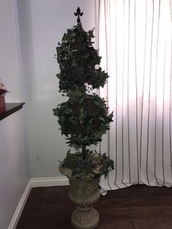 Topiary tree 7 ft for Sale in North Las Vegas,  NV