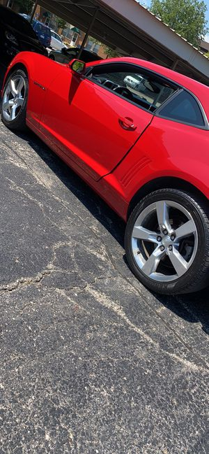 20inch camero rims and tires for Sale in Southgate, MI