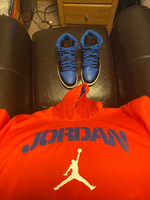 Jordan 1 and sweatshirt SET for Sale in St. Cloud, MN