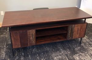High end desk for Sale in Terrebonne, OR