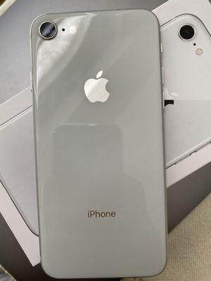 iPhone 8 silver white with box 64gb unlocked for Sale in Oviedo, FL