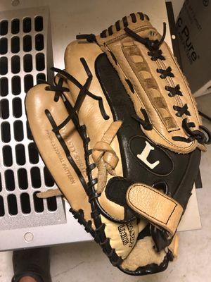 Louisville Slugger Baseball Left glove for Sale in Delray Beach, FL