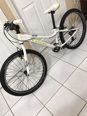 "2016 Trek Precaliber women's or Girls MTB bike $260 (Originally $398 + tax) 13"" frame 24"" rim free delivery available (riders 4'11"" to 5'5"") for Sale in Hialeah, FL"