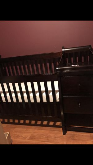 Baby Crib With Mattess for Sale in Roseville, MI