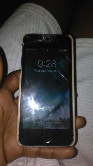 iPhone 5 it have cracks buy its good for Sale in Tampa, FL