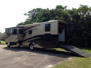 2009 Newmar Canyon Star Toy Hauler Class A for Sale in Diamond Bar, CA