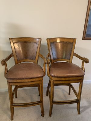 2 Swivel Leather Bar Stools for Sale in Mauldin, SC