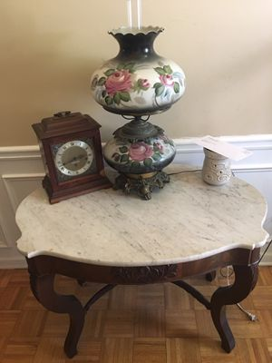 Marble foyer table and dual lighting lamp. for Sale for sale  Kennesaw, GA