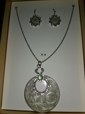 Brand New Necklace and Earing Set with Box / Perfect for Gifts! for Sale in Queens, NY