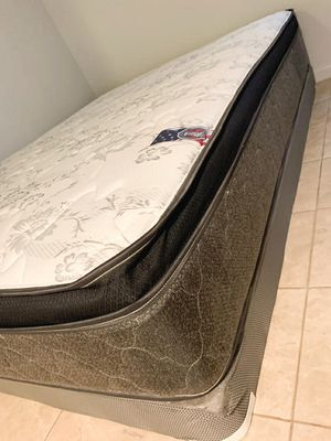 New queen mattress pillowtop and box spring 2 pc for Sale in West Palm Beach, FL