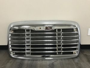 NEW FREIGHTLINER COLUMBIA GRILLE WITH BUG SCREEN for Sale in Dallas, TX