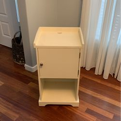 Side Table Or Printer Stand for Sale in Camas,  WA