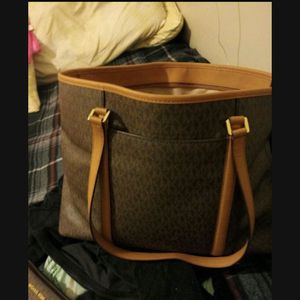 Large Michael Kors Tote Bag for Sale in Cleveland, OH