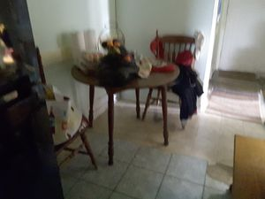 Kitchen table and chairs for Sale in Brooklyn, OH