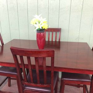 High dinning Table With Four Chairs for Sale in Artesia, CA