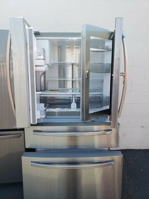 Refrigerador Samsung Showcase Door for Sale in Inglewood, CA