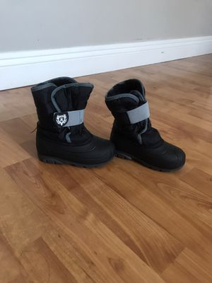 Snow boots size 8 for kids for Sale in Downey, CA