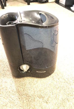 Humidifier honeywell for Sale in Frederick, MD