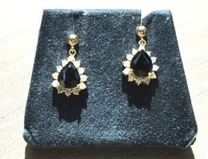 Laura Ramsey 14k Yellow Gold Sapphire Diamonds earrings, updated information verified by Local Gig Harbor Jeweler. for Sale in Lakebay, WA