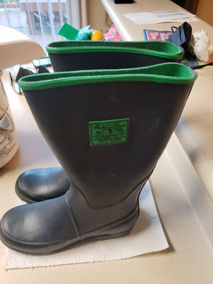 Like new polo rain boots only worn 3 times size 5 for Sale in Bowie, MD
