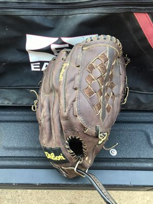 Wilson Pro Staff Gold A2300 right hand for Sale in Virginia Beach, VA