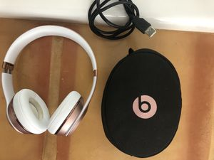Rose Gold Beats Solo 3 Wireless Headphones for Sale in Austin, TX