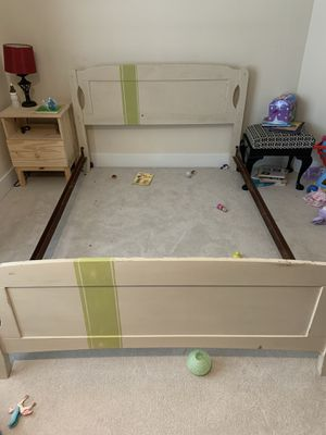 Full headboard, footboard, frame, and box spring for Sale in Maple Valley, WA