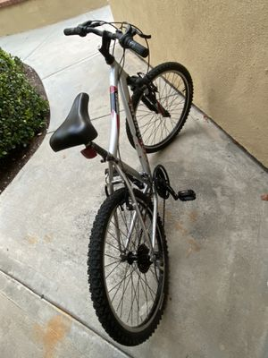 Make/female bike bicycle very clean for Sale in Irvine, CA