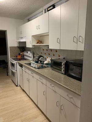 Kitchen Cabinets and Granite countertop for Sale in Miami, FL