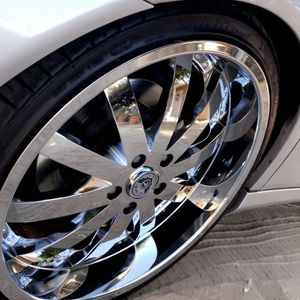 """Clean rims all the way around no curb rash or bends 20"""" rims 225/35/20 tires are good to go as well.... 5lugs....coming off my 03 Mercedes Benz E 500 for Sale in Fresno, CA"""