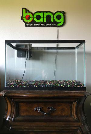 20 gallon fish tank w/ aqua tech 10-20 filter for Sale in Fontana, CA