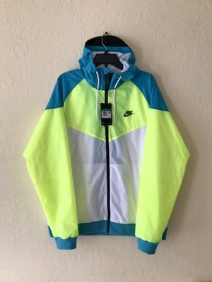 NIKE WINDRUNNER AMPLIFY JACKET SIZE XL for Sale in Lauderdale Lakes, FL