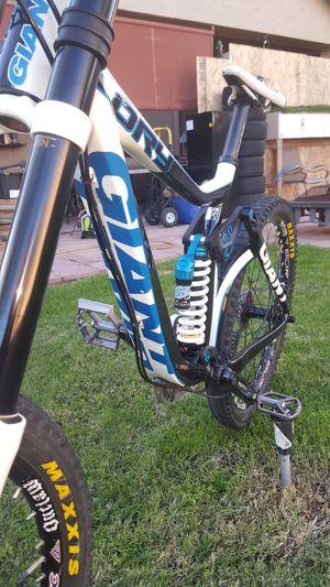 Giant glory maestro 8.0 downhill racing mountain bike for Sale in Chandler, AZ