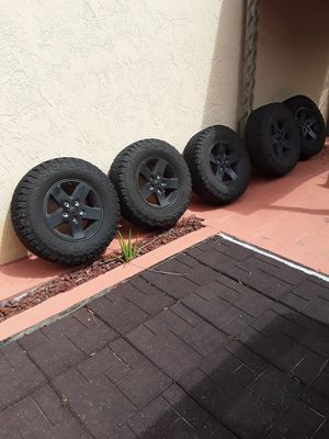 Jeep wrangler JK wheels 10K miles on them for Sale in Hollywood, FL