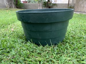 Round pot for plants for Sale in Baldwin Park, CA