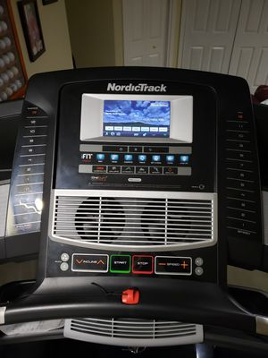 Norditrack Elite 5700 Treadmill (practically brand new, retail $1700) for Sale in Lincoln, RI