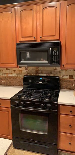 Whirlpool Appliances (Stove + Fridge + Microwave) for Sale in Manassas, VA