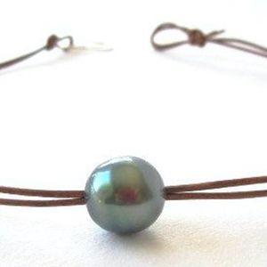 Tahitian black pearl choker, necklace, Large Tahitian pearl leather necklace for Sale in Pleasanton, CA